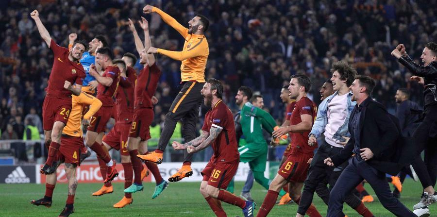 Los jugadores del club Roma festejan luego de completar la histórica remontada sobre el FC Barcelona. (AP / Gregorio Borgia) (horizontal-x3)