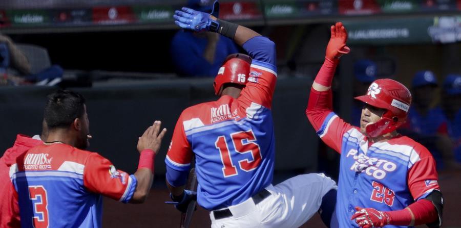 Jugadores de los Criollos de Caguas celebran una carrera (horizontal-x3)