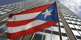 Aspiran romper récord mundial de bandera de Puerto Rico más grande diseñada con automóviles
