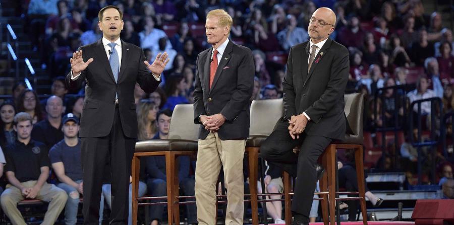 El senador Marco Rubio, izquierda, habla durante un evento de preguntas y respuestas organizado por la cadena CNN en el Centro BB&T en Sunrise, Florida (horizontal-x3)