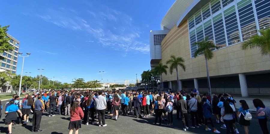 Los estudiantes tienen que ubicase en el estacionamiento el Coliseo José Miguel Agrelot.