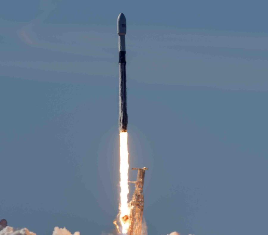 Donald Trump firma decreto para crear el Comando Espacial