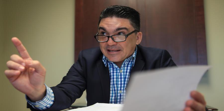 En la foto está Javier Rivera Ríos, comisionado de Seguros. (horizontal-x3)