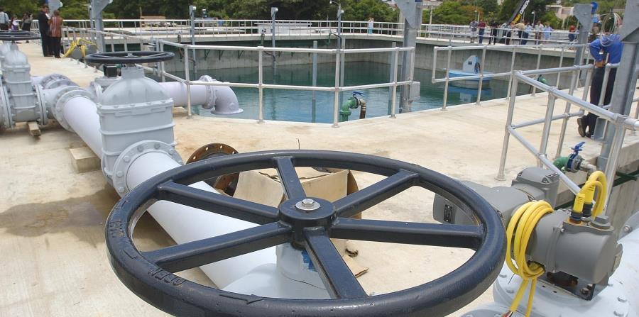 Varias de las plantas de tratamiento de aguas de la AAA quedaron fuera de servicio tras el huracán porque se inundaron. (horizontal-x3)