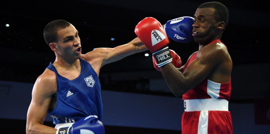 Luis Rodríguez de Puerto Rico (azul) versus Tyler Christopher (rojo). (horizontal-x3)