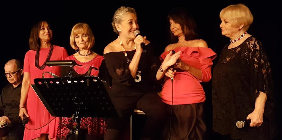 Desde la izquierda, Deborah Arus, Emily y norma  Krasinski y Frances Girau. Al centro, Josy La Torre. (horizontal-x3)