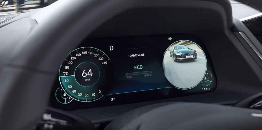 Cuando el conductor del Sonata active la señal de cambio de carril, se prende una pantalla en el panel de instrumentos. (Suministrada)