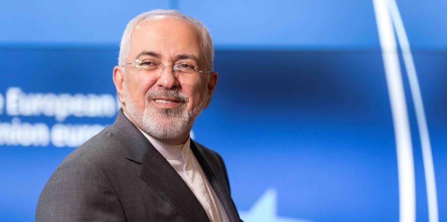 El ministro iraní de Exteriores, Mohammad Javad Zarif, llega a su reunión con la jefa de la diplomacia europea, Federica Mogherini, en Bruselas (horizontal-x3)