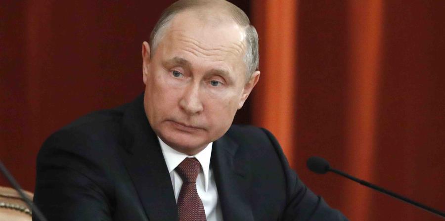 Vladimir Putin dijo en marzo que Rusia estaba trabajando en la creación de un supermisil. (AP) (horizontal-x3)