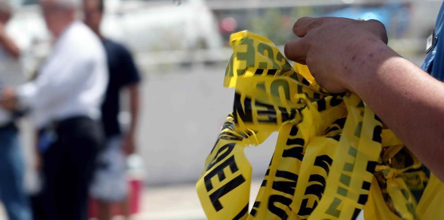 Agentes de la División de Homicidios de Mayagüez investigan el incidente. (horizontal-x3)