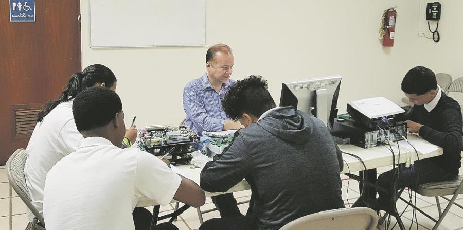 Hasta el momento, Politécnico Amigó ha graduado cerca de 2,000 alumnos de los que el 32 por ciento ha continuado estudios universitarios. (horizontal-x3)