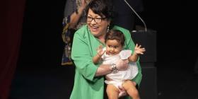 """La jueza Sonia Sotomayor urge a los niños a """"soñar en grande"""""""