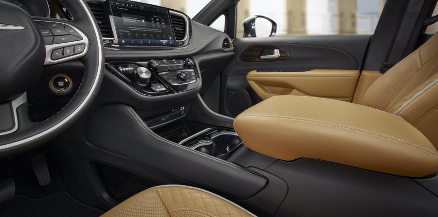 Cabina interior de la rediseñada Chrysler Pacifica de 2021. (Suministrada)