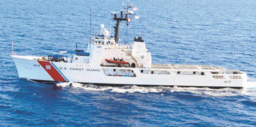 La Guardia Costera de los Estados Unidos, la Patrulla Fronteriza y las Fuerzas Reales de Bahamas participan de la búsqueda a 40 millas al este de la isla de Eleuthera. (horizontal-x3)