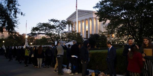 Cientos de personas hacen fila para entrar a la histórica vista oral en el Tribunal Federal
