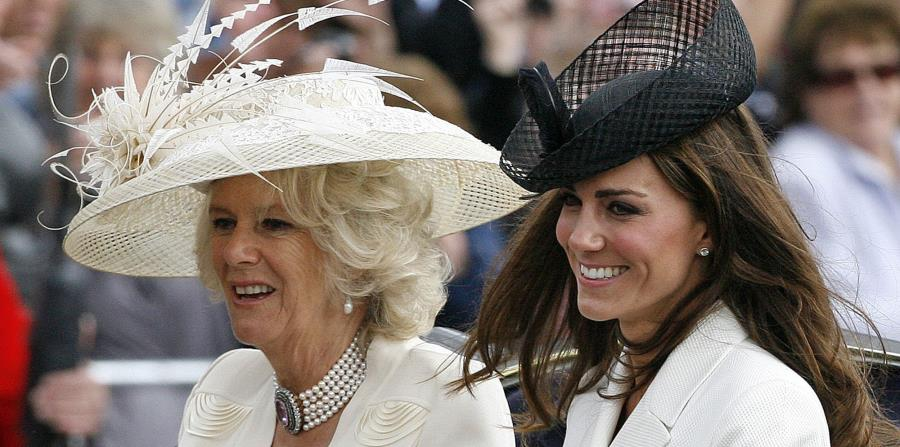 La duquesa de Cornwall, Camila (izq.) ha mostrado interés en visitar Cuba, de acuerdo a los medios de comunicación de Inglaterra. (AP / Akira Suemori) (horizontal-x3)