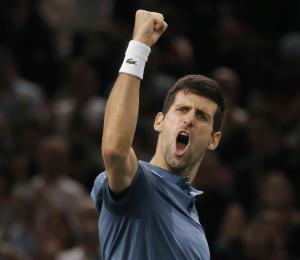 Djokovic vence a Federer en una épica semifnal en el Masters de París