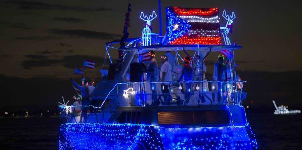 En fotos: luces y creatividad en el tradicional San Juan Christmas Boat Parade