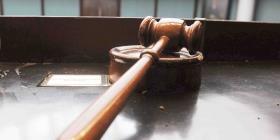 El Departamento de Justicia radica cargos contra un abogado por actos lascivos