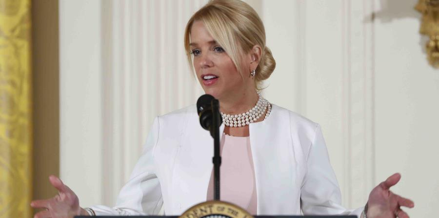 En esta fotografía de archivo del 29 de marzo de 2017, la fiscal general Pam Bondi hace declaraciones durante el Panel de Empoderamiento de las Mujeres en la Casa Blanca en Washington. (AP) (horizontal-x3)