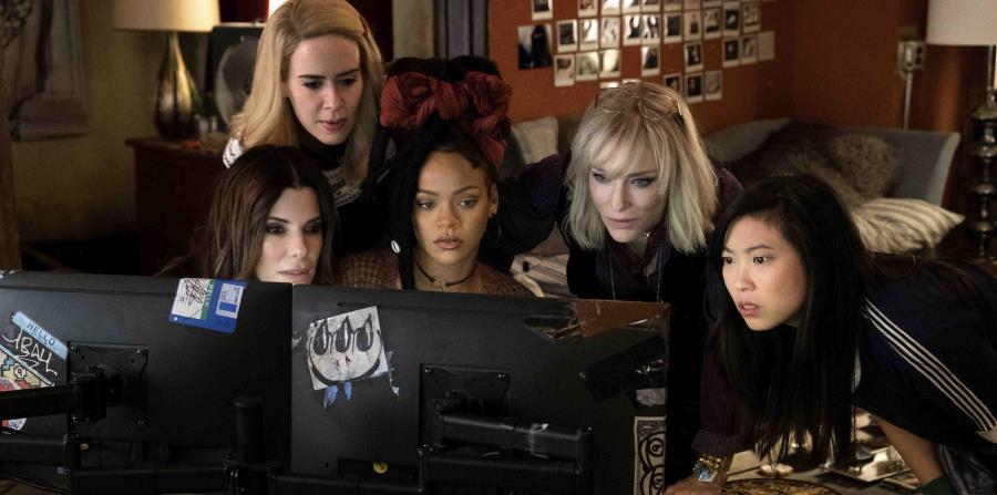 De izquierda a derecha a Sandra Bullock, Sarah Paulson, Rihanna, Cate Blanchett y Awkwafina en
