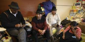 Ecuatorianos aclaman a dirigente indígena tras protestas por alza en los precios del combustible