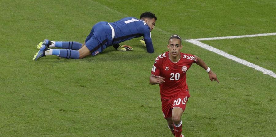 Yussuf Yurary Poulsen tras anotar el gol que le dio a Dinamarca la victoria 1-0 ante Perú (horizontal-x3)