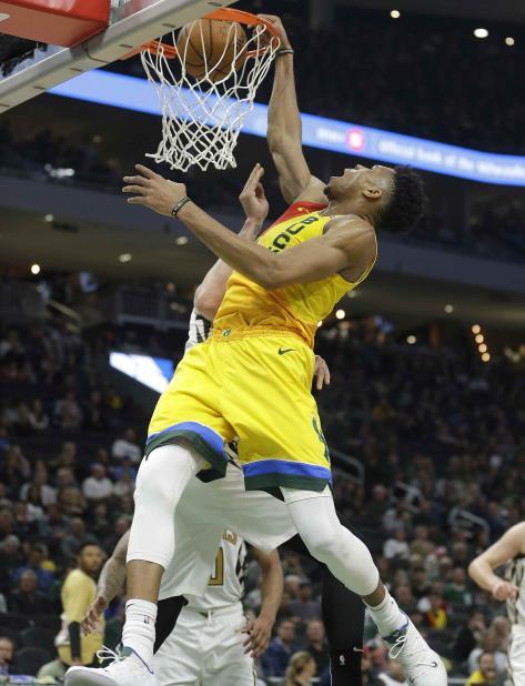 Giannis Antetokounmpo, de los Bucks de Milwaukee, es uno de los candidatos al premio de Jugador Más Valioso. (vertical-x1)