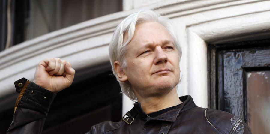 Julian Assange, cuya salud asegura es precaria tras más de cinco años de cautiverio, rechaza salir de la legación sin garantías (horizontal-x3)