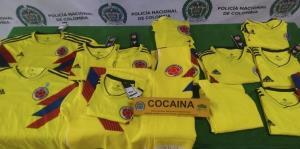 La Policía de Colombia ocupa camisetas de la selección con cocaína