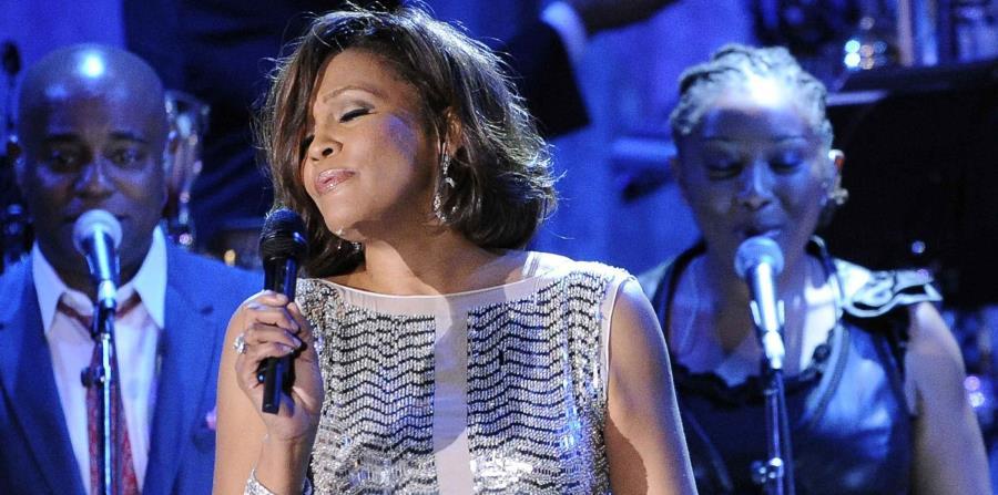 En 2012,el cuerpo sin vida de Whitney Houston fue encontrado en la bañera de un hotel. Tenía 48 años. (AP) (horizontal-x3)