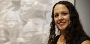 La artista Naimar Ramírez usa la máscara como tema e inspiración