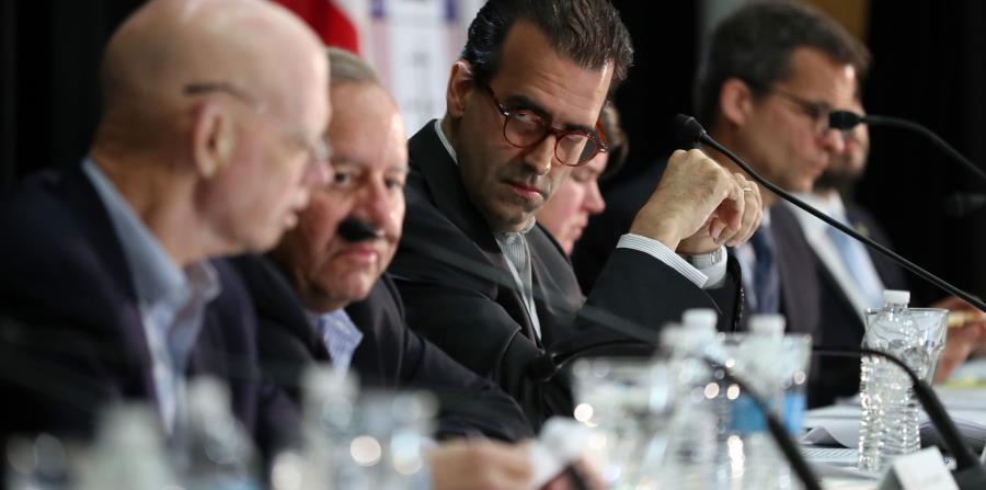 El presidente de la Junta, José Carrión, en el centro, junto a otros de los miembros del ente federal. (Archivo / GFR Media) (horizontal-x3)