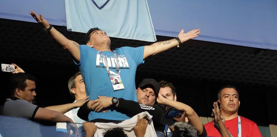 Diego Maradona celebra durante el partido de Argentina contra Nigeria. (AP) (horizontal-x3)
