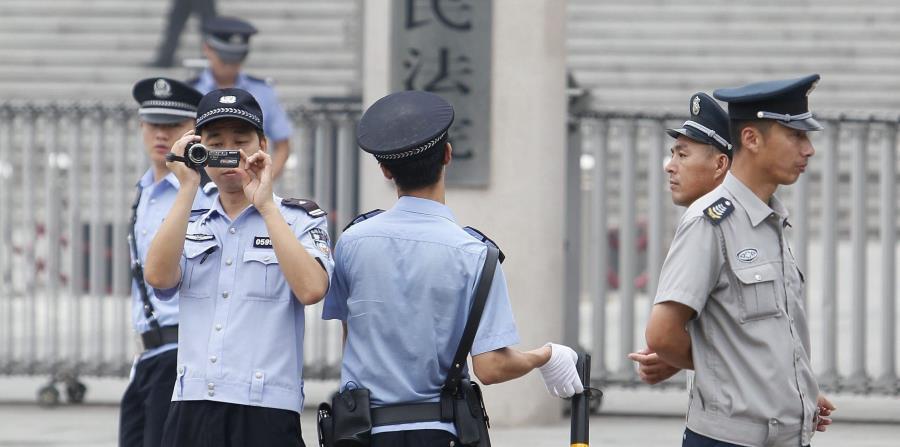 Condenan a muerte a un escritor chino que