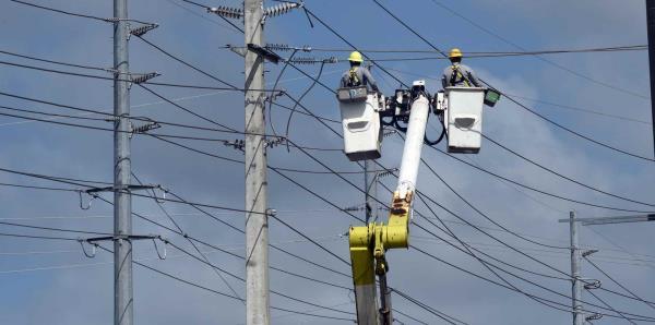 Llevar la luz a la mayoría de la isla podría tardar hasta febrero