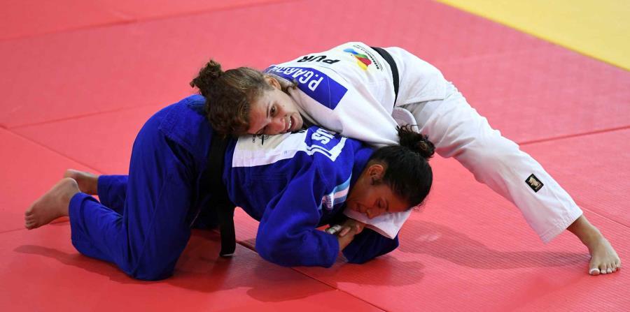 Paola García (arriba) disputó la medalla de bronce al vencer por ippon en el combate de repechaje a la nicaragüense Keyling Ruiz. (horizontal-x3)