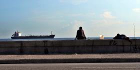 Estados Unidos sanciona a otros seis barcos petroleros por descargar en Cuba