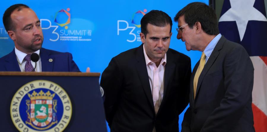 Desde la izquierda: Omar Marrero, director de la Autoridad de Alianzas Público Privadas; el gobernador Ricardo Rosselló; y el secretario de Estado, Luis Gerardo Rivera Marín. (horizontal-x3)