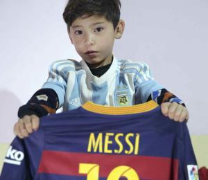 El Talibán amenaza a niño afgano aficionado a Messi