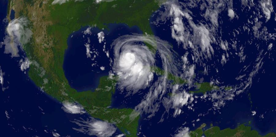 Una imagen del huracán Katrina sobre el Golfo de México en 2005 (horizontal-x3)