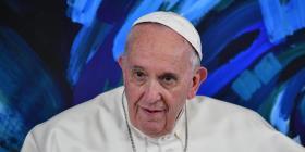 """El papa Francisco afirma que quien rechaza a una persona gay """"no tiene corazón humano"""""""