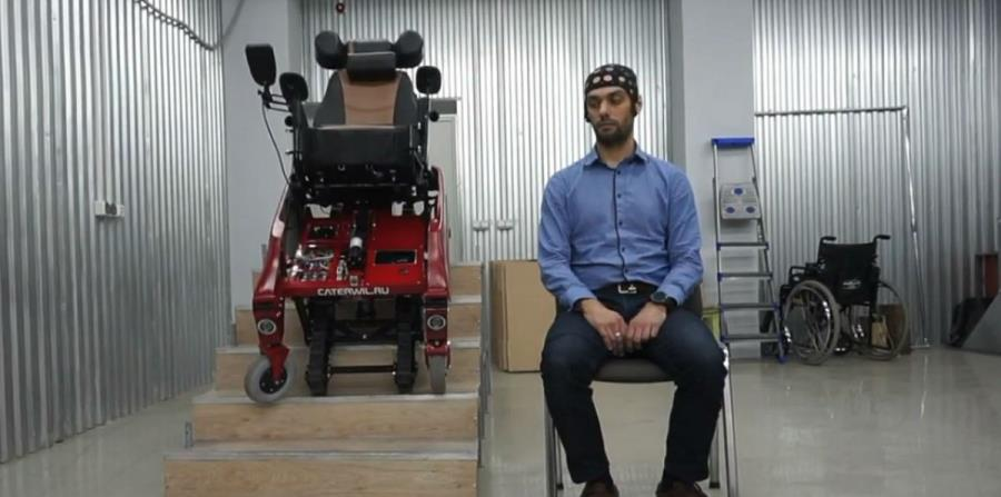 Crean una silla de ruedas inteligente con interfaz neuronal (horizontal-x3)