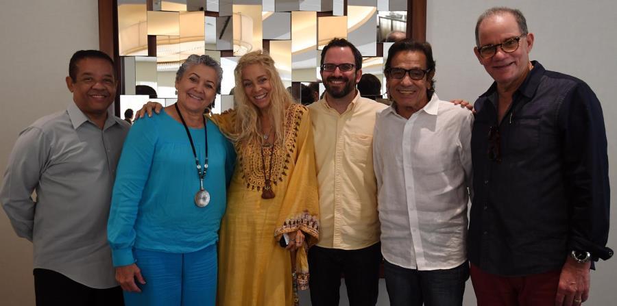 Desde la izquierda: Tommy Villariny, Josy Latorre, Wendy Oxenhorn, Joseph Petruceli, Boche Figueroa y Carli Muñoz durante el encuentro de la JFA con músicos puertorriqueños. (horizontal-x3)