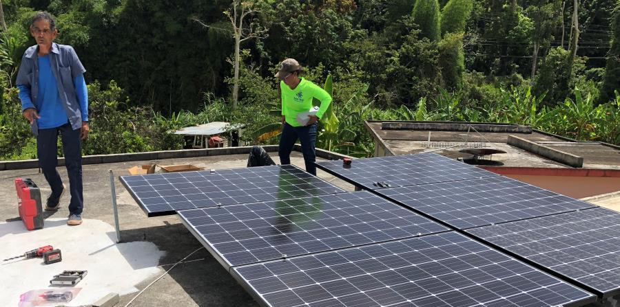 Casa Pueblo ha instalado paneles solares en viviendas y colmados para que sean energéticamente independientes. (horizontal-x3)