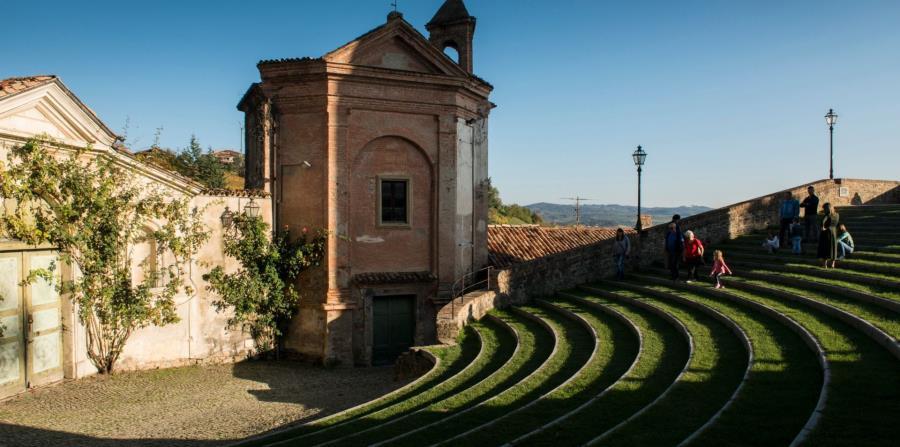 Se dice que el Auditorio Horszowski, un teatro al aire libre con un campanario elevado de ladrillo que data del siglo XIII, tiene una acústica perfecta. (The New York Times)