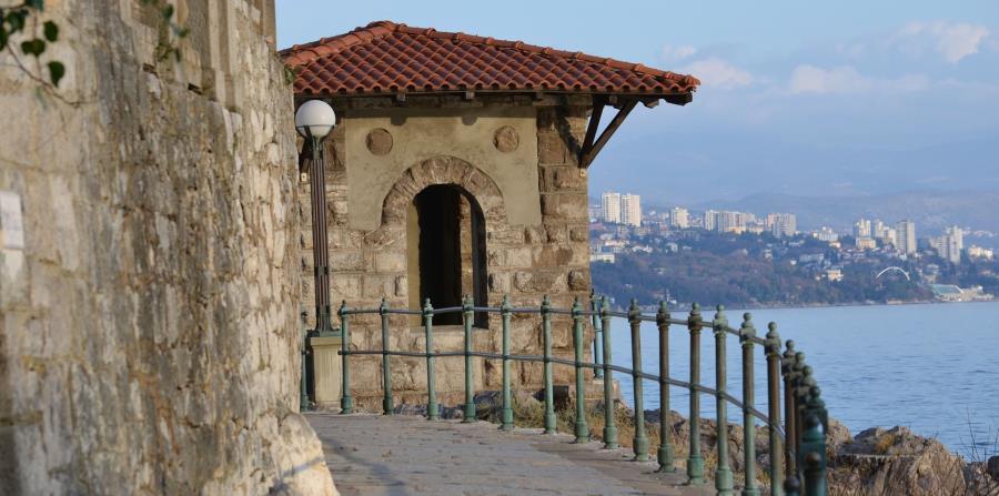 Un paseo con hermosa vista en Rijeka.