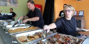 Lechonera tradicional abre sus puertas en San Juan