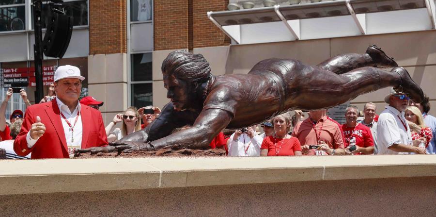 Pete Rose devela su estatua en el parque de los Rojos de Cincinnati (horizontal-x3)