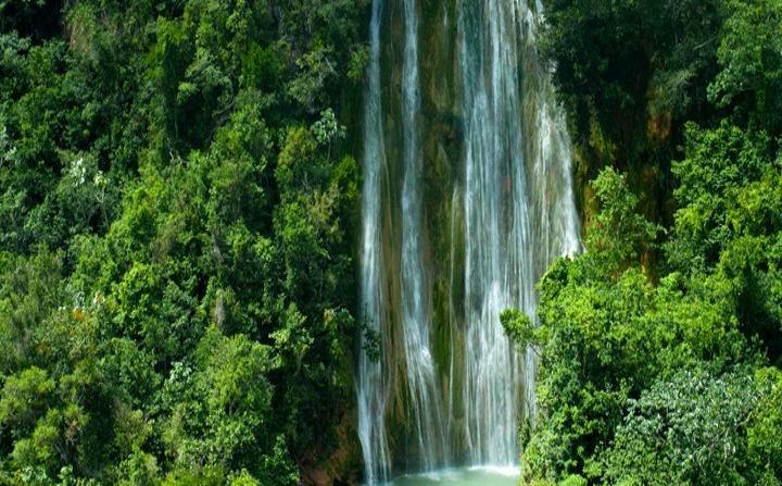 Salto El Limón (Ministerio de Turismo de República Dominicana)